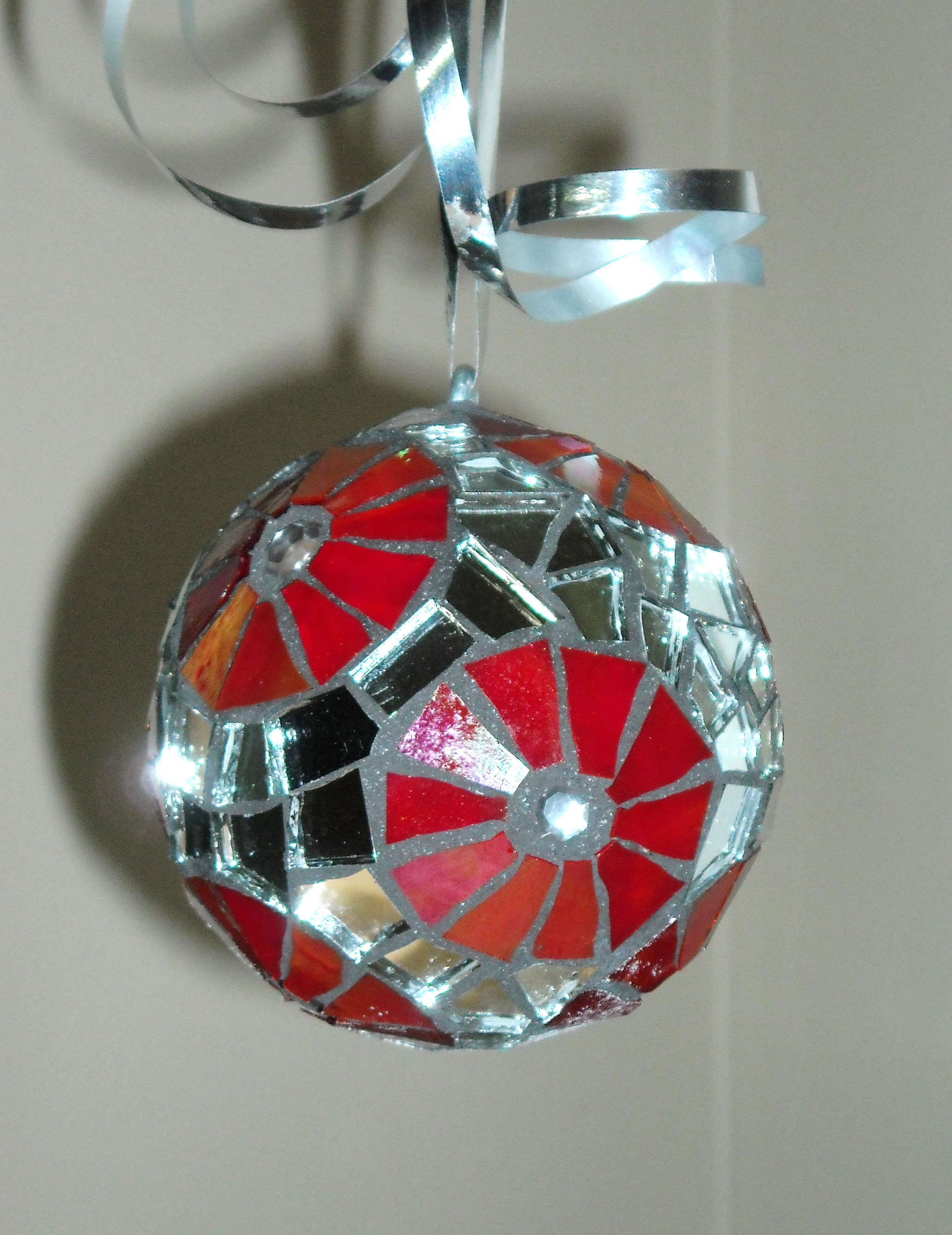 mirror-red-ornament